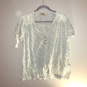 Boho VAC blouse with lace and wooden buttons